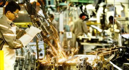 La producción industrial se desplomó 7,7% y se perdieron más de 4.100 empleos