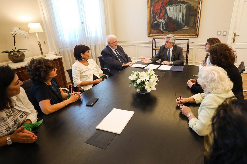 González García actualizó el Protocolo para los casos de aborto legal